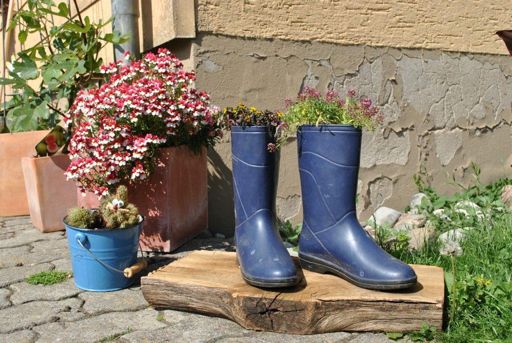 best women's gardening shoes